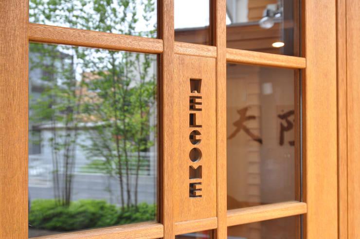 Окна в . Автор – (株)独楽蔵 KOMAGURA