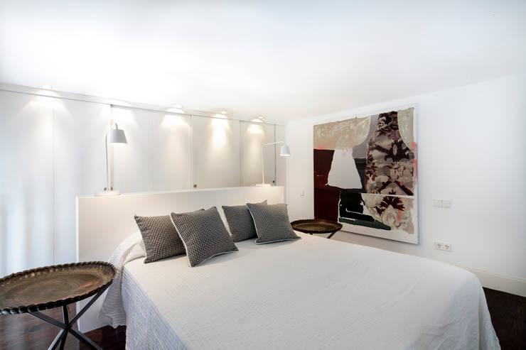 Ths Mad Loft : Dormitorios de estilo  de The Sibarist Property & Homes
