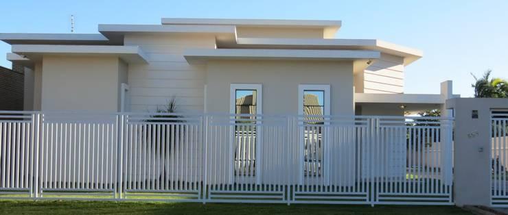 Fachada frontal: Casas  por Lu Andreolla Arquitetura,