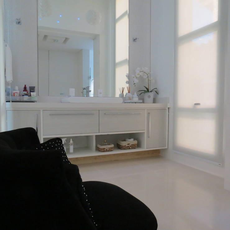 Banheiro do casal: Banheiros modernos por Lu Andreolla Arquitetura