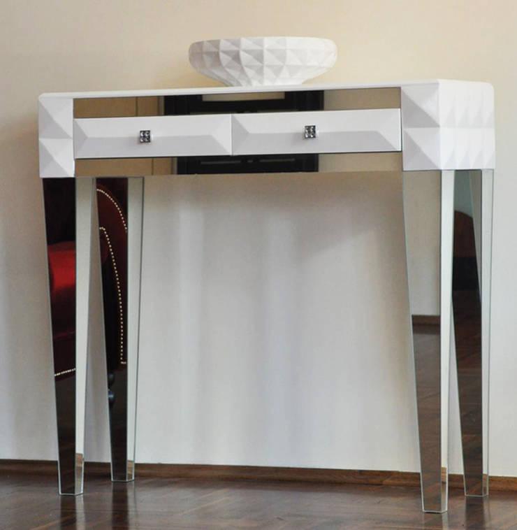 Komoda z lustrzanymi nogami : styl , w kategorii Salon zaprojektowany przez ACOCO DESIGN
