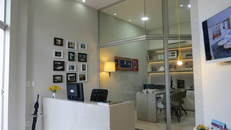 Recepção e sala de atendimento: Espaços comerciais  por Lu Andreolla Arquitetura,Moderno