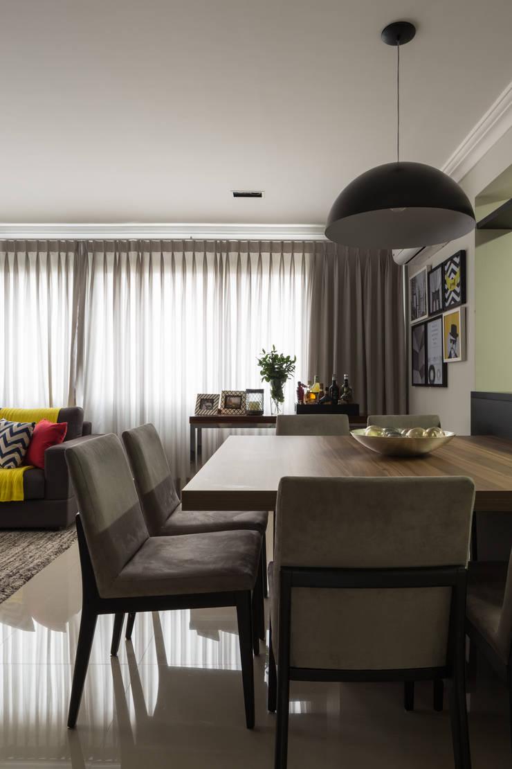 Apartamento Jovem Empresário: Sala de jantar  por Stefani Arquitetura,