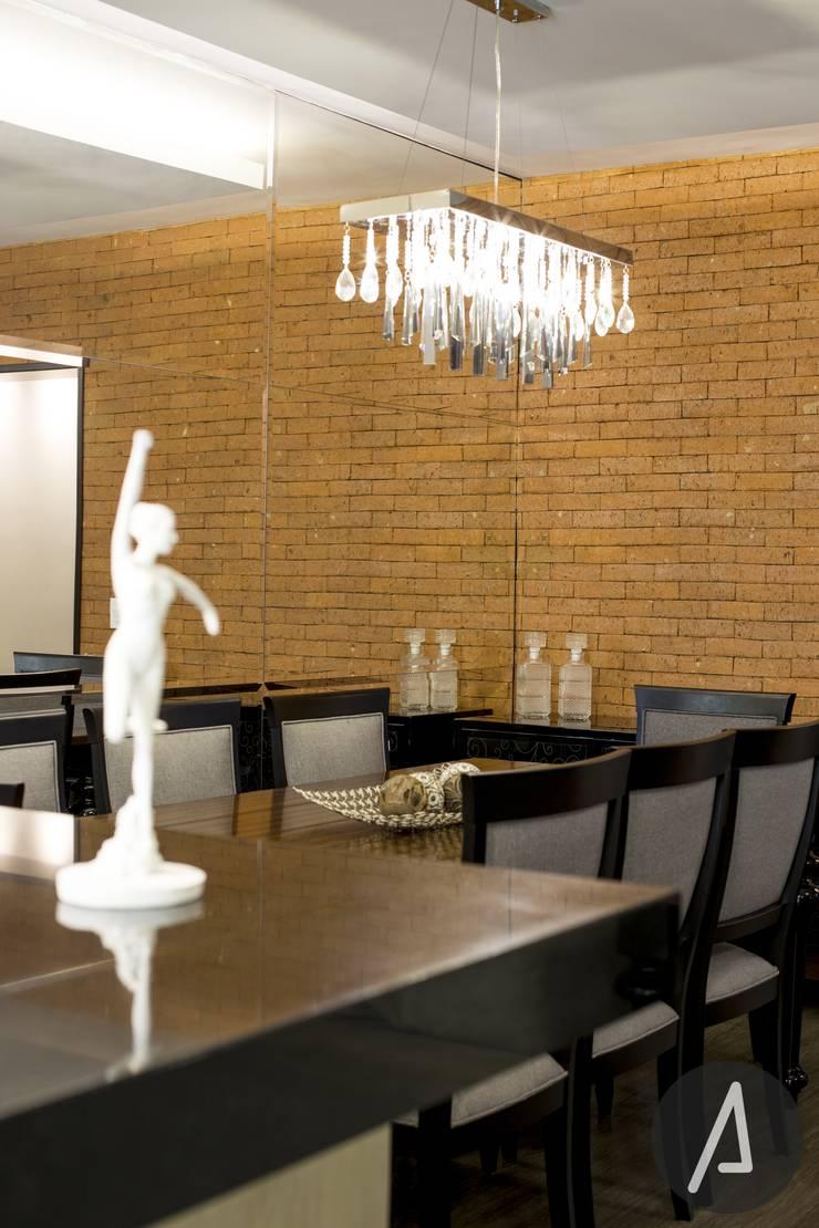 AP 09_Central Parque: Salas de jantar  por América Arquitetura,Rústico Tijolo