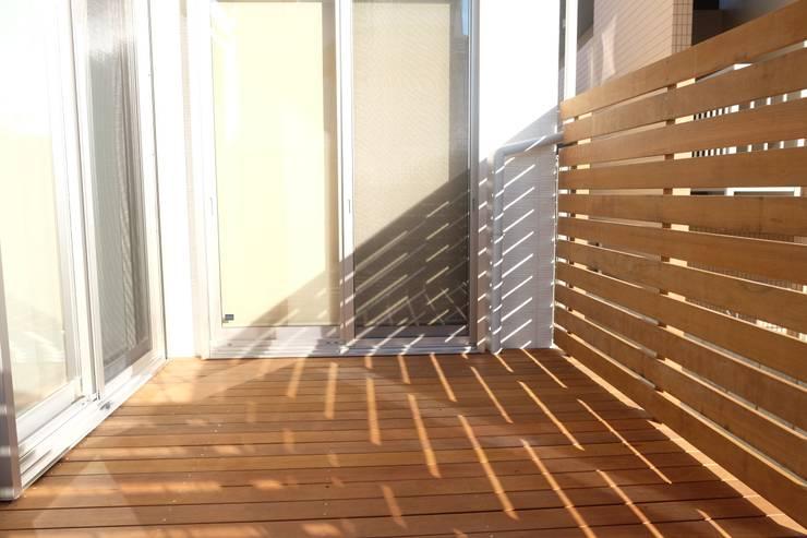 OT House: 株式会社グリーンプラスが手掛けたテラス・ベランダです。,