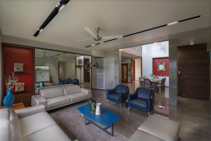 Lunavat residence:  Living room by Archtype
