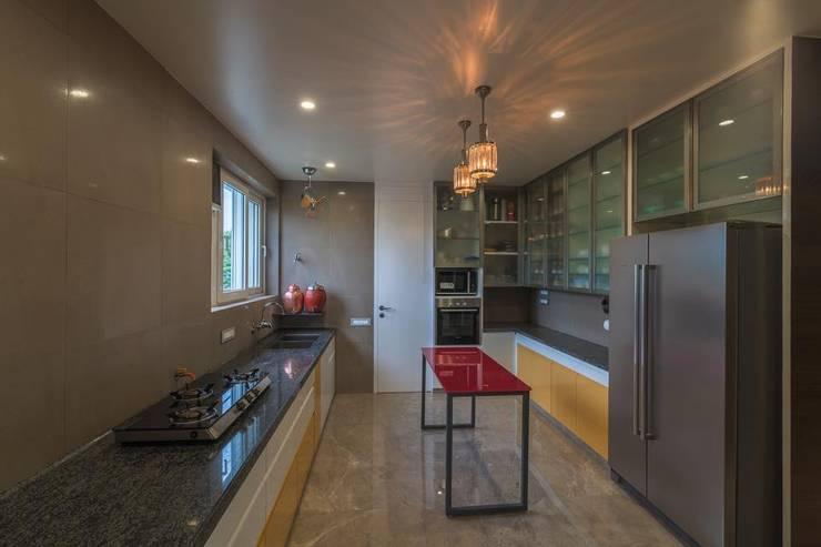 Lunavat residence: modern Kitchen by Archtype