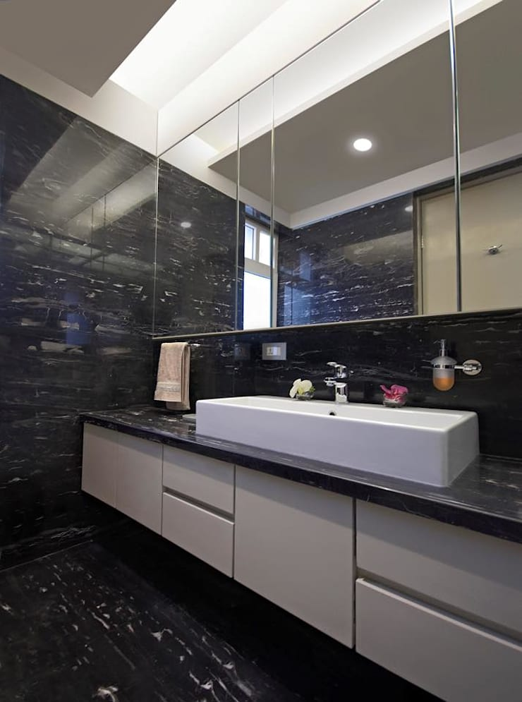 Residence:  Bathroom by Archtype