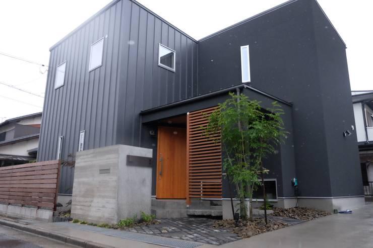 KB House: 株式会社グリーンプラスが手掛けた家です。