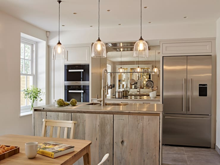 Cozinhas industriais por Holloways of Ludlow Bespoke Kitchens & Cabinetry