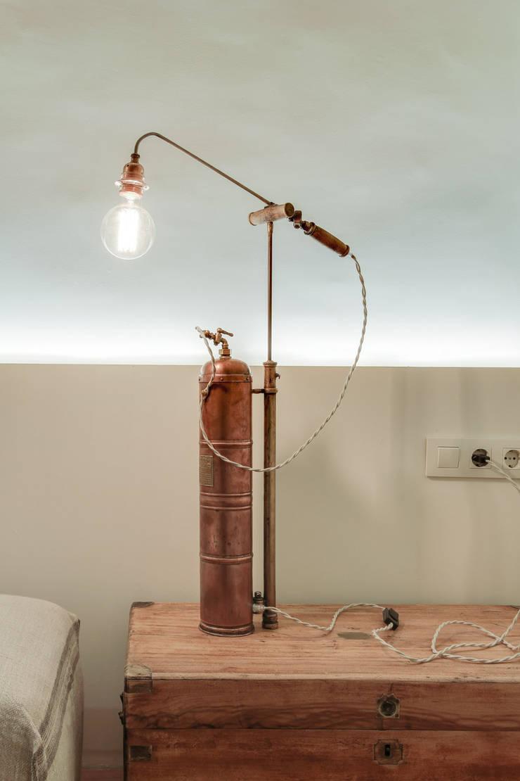 ห้องทำงาน/อ่านหนังสือ โดย Lara Pujol  |  Interiorismo & Proyectos de diseño, เมดิเตอร์เรเนียน