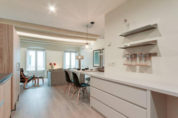ห้องทานข้าว โดย Lara Pujol  |  Interiorismo & Proyectos de diseño, เมดิเตอร์เรเนียน