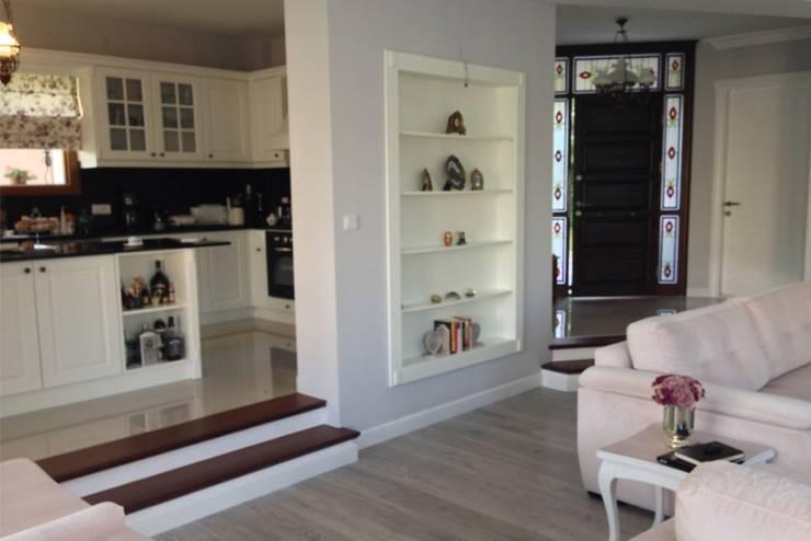 BAGO MİMARLIK  – Urla B.T Evi:  tarz Oturma Odası, Modern