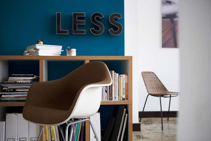 Escritórios e Espaços de trabalho  por Studio Uwe Gaertner Interior Design & Photography