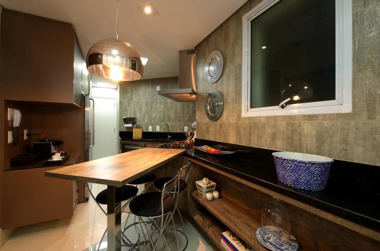 Cocinas de estilo  por Régua Arquitetura