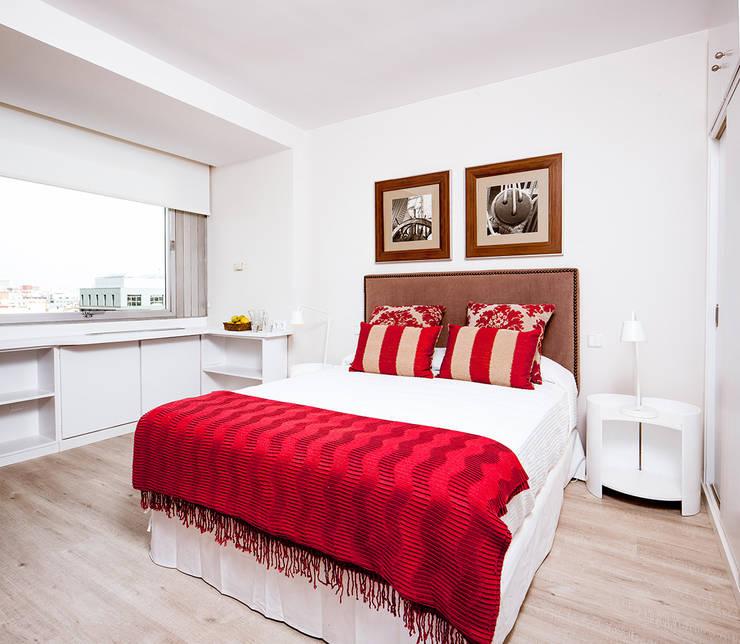 Ths Colón : Dormitorios de estilo clásico de The Sibarist Property & Homes