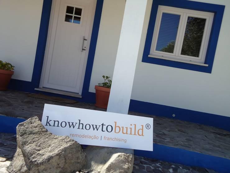 Decoração Mural Exterior.: Casas  por knowhowtobuild