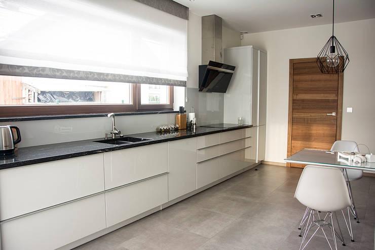 wnętrza: styl , w kategorii Kuchnia zaprojektowany przez STUDIO ROGACKI