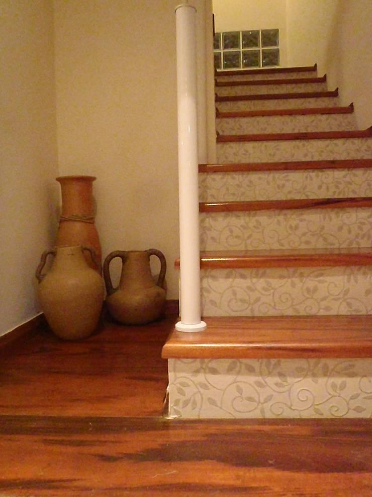 Escada: Corredores e halls de entrada  por Leben Arquitetura