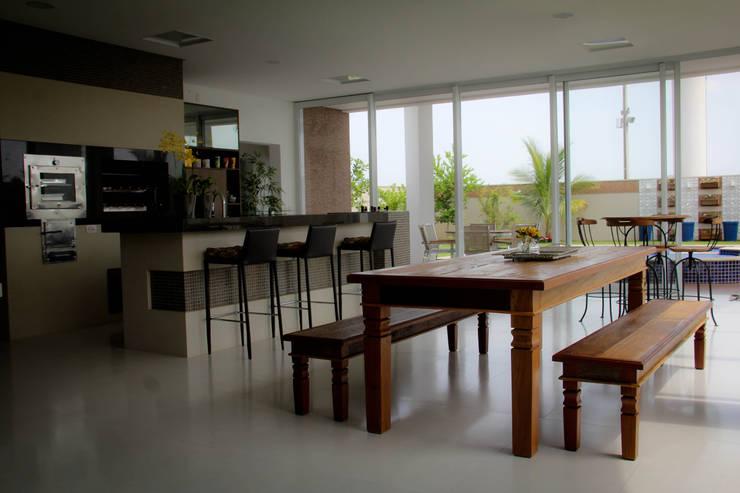 modern Kitchen by Andrea F. Bidóia Arquiteta