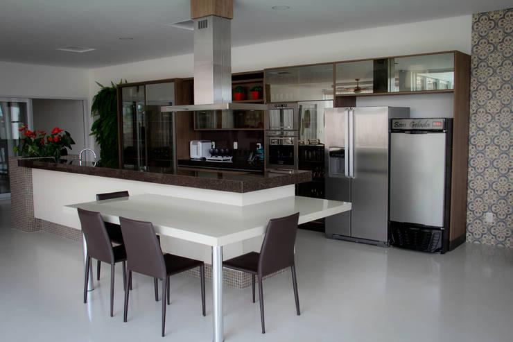Residência Primavera: Cozinhas modernas por Andrea F. Bidóia Arquiteta