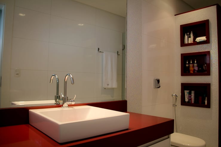 Residência Primavera: Banheiros modernos por Andrea F. Bidóia Arquiteta
