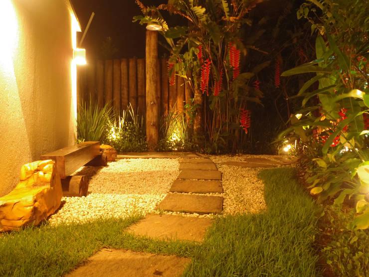 Casa De Praia: Jardins  por Leben Arquitetura
