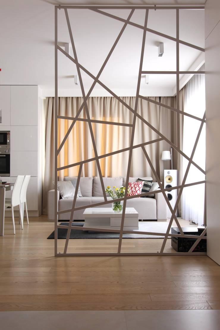 Apartament wielbicielki czerwieni: styl , w kategorii Salon zaprojektowany przez I Home Studio Barbara Godawska