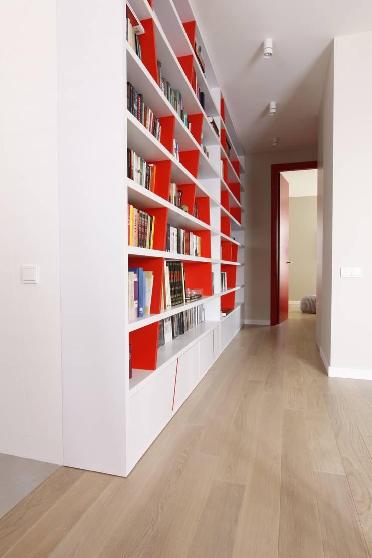 Apartament wielbicielki czerwieni: styl , w kategorii Korytarz, przedpokój zaprojektowany przez I Home Studio Barbara Godawska