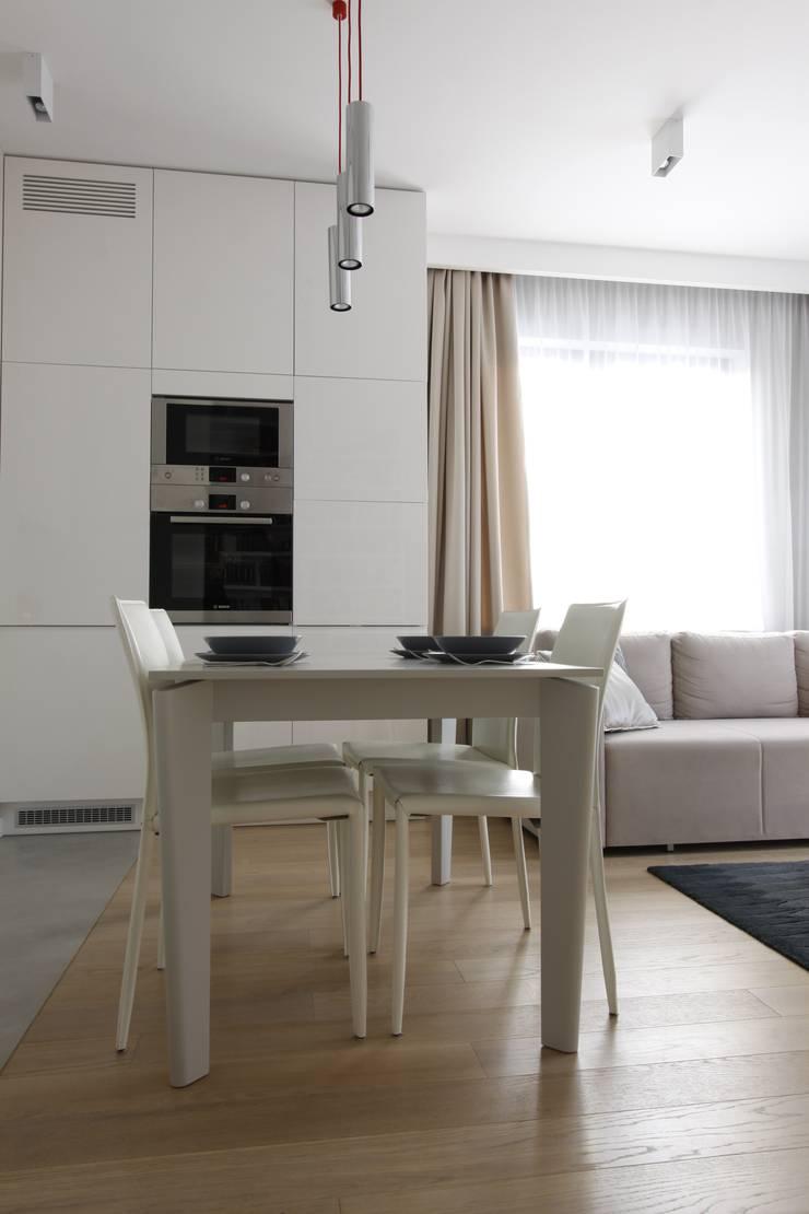 Apartament wielbicielki czerwieni: styl , w kategorii Jadalnia zaprojektowany przez I Home Studio Barbara Godawska