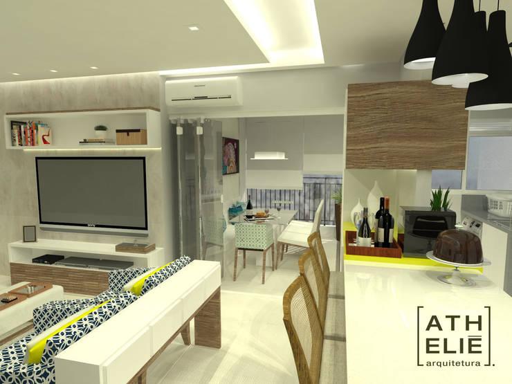 Sala de Estar e Cozinha integrados: Salas de estar  por ATHeliê Arquitetura