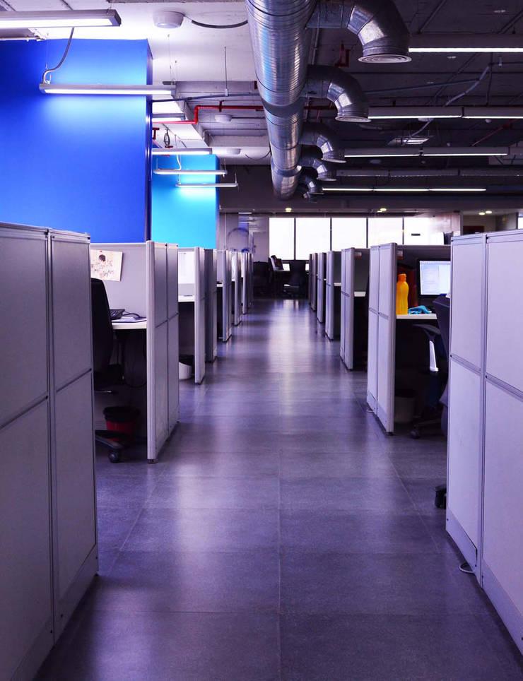 a typical corridor:   by Horizon Design Studio Pvt Ltd