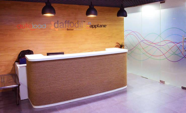 The main reception area:   by Horizon Design Studio Pvt Ltd