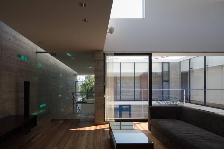 KaleidoscopeⅠ: 澤村昌彦建築設計事務所が手掛けたリビングです。,