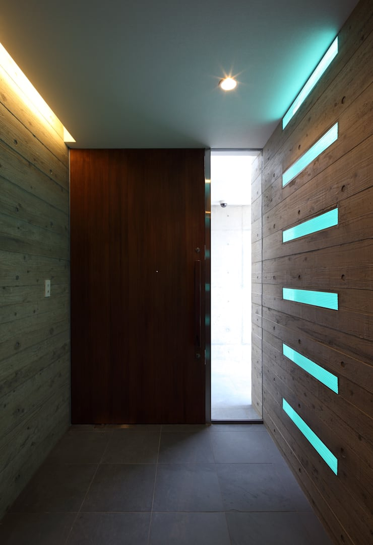 KaleidoscopeⅣ: 澤村昌彦建築設計事務所が手掛けた廊下 & 玄関です。