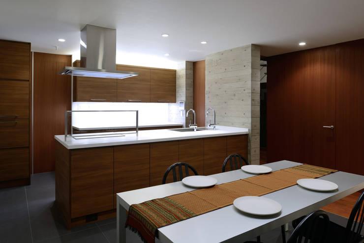 KaleidoscopeⅣ: 澤村昌彦建築設計事務所が手掛けたダイニングです。