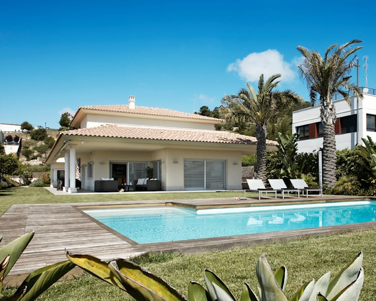 CAN GIRONA CASTEL: Casas de estilo moderno de KASAMAR