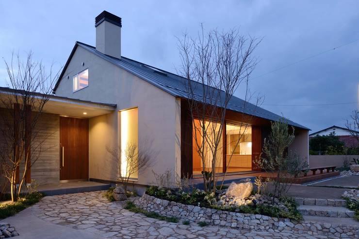 Casas de estilo escandinavo por 澤村昌彦建築設計事務所