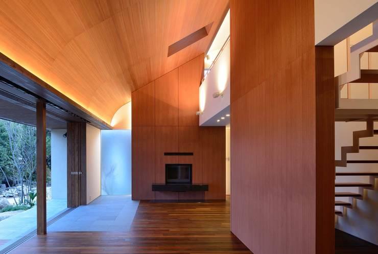 Living room by 澤村昌彦建築設計事務所