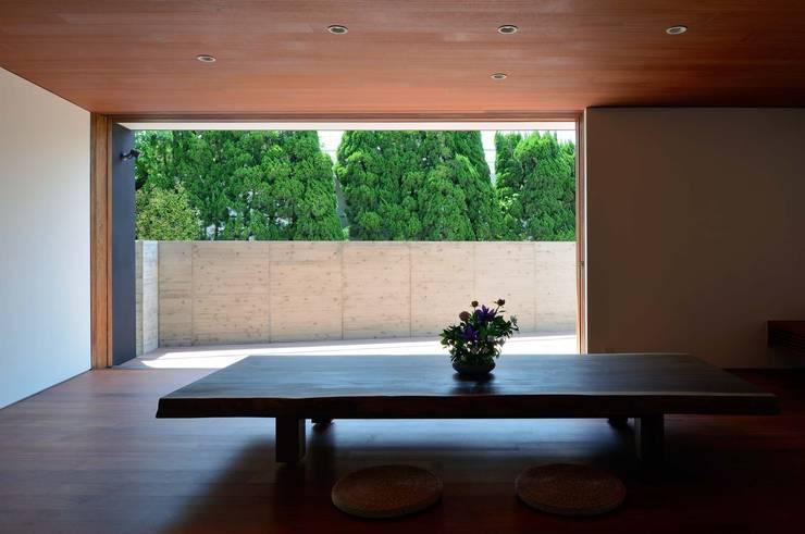 Projekty,  Salon zaprojektowane przez 澤村昌彦建築設計事務所
