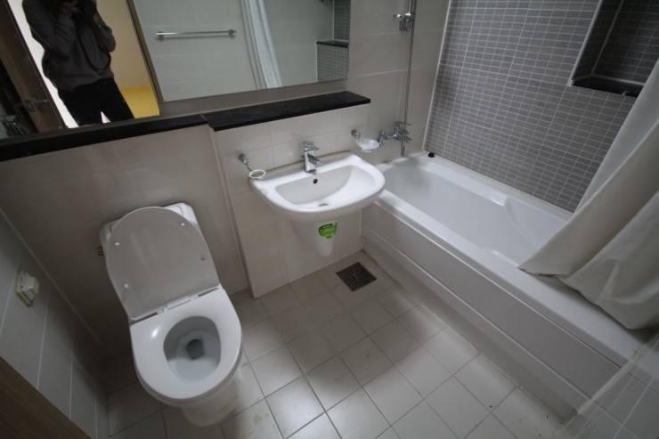 공사 전 거실 욕실: 로하디자인의