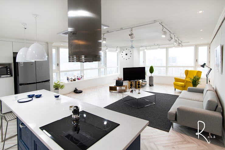 mediterranean Living room by 로하디자인