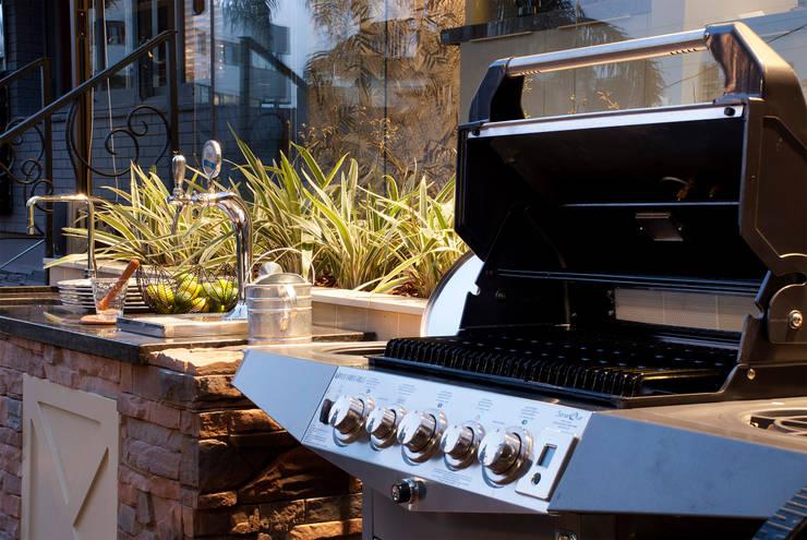 QG do Chef - Casa Cor 2014 : Cozinhas  por Sandro Jasnievez Arquitetura