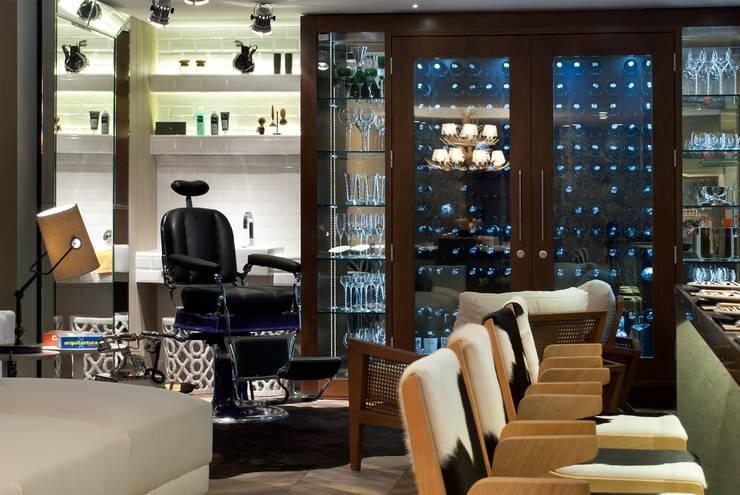 QG do Chef – Casa Cor 2014 : Salas de estar  por Sandro Jasnievez Arquitetura