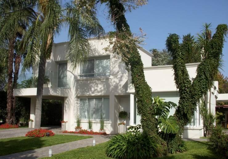 Casas de estilo  de cfarquitectos, Moderno
