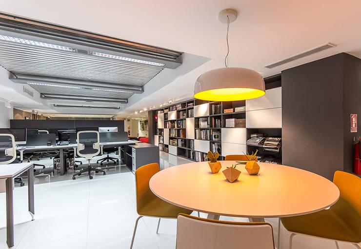 Design Group Latinamerica – MAT: Oficinas y Tiendas de estilo  por Design Group Latinamerica