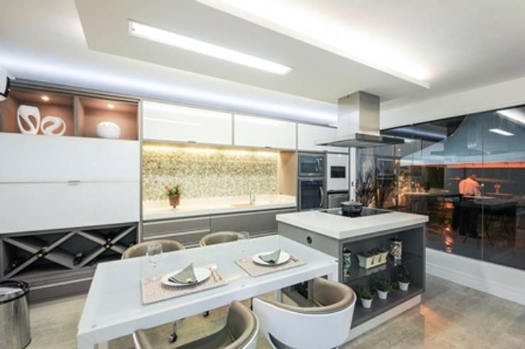 Cozinha Gourmet: Cozinhas  por Habitat arquitetura