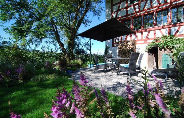 Landhausgarten: landhausstil Garten von Lustenberger Schelling Landschaftsarchitektur
