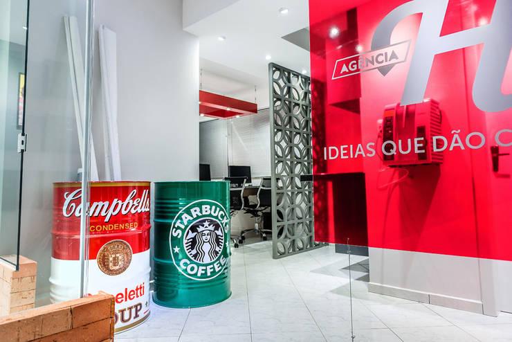 Agência de Publicidade e Propaganda: Espaços comerciais  por Atrio Engenharia e Arquitetura