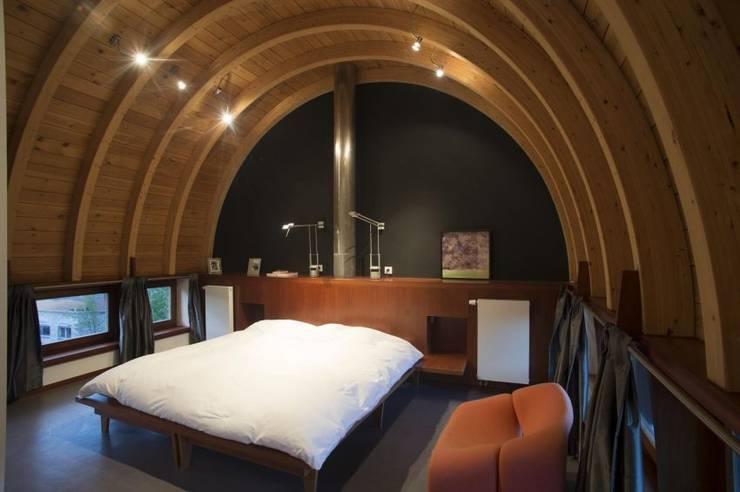 CRAPAURUE: Chambre de style de style Moderne par fhw architectes sprl